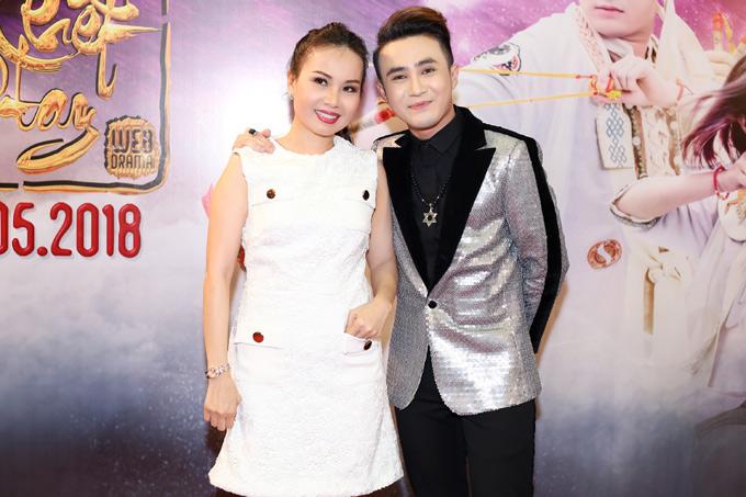 Chị Tư Cẩm Ly rất thích các sản phẩm của Huỳnh Lập.