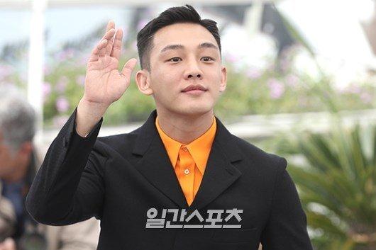 Góp mặt trong buổi giao lưu ký giả củađoàn phim Burning, Yoo Ah In trông rất hào hứng, phấn chấn. Vai diễn của anh trong phim nhậnđược nhiều lời khen ngợi của người yêuđiệnảnh.