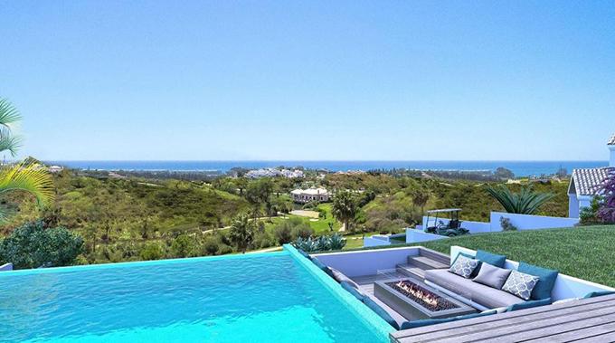 McGregor và gia đình có thể thư giãn ở bể bơi và ngắm nhìn khung cảnh bao la của vùng biển Marbella.