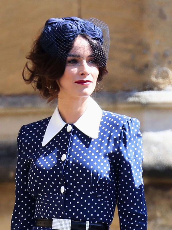Bạn diễn của cô dâu trong bộ phim Suits, Abigail Spencer, lựa chọn phong cách trang điểm cổ diển