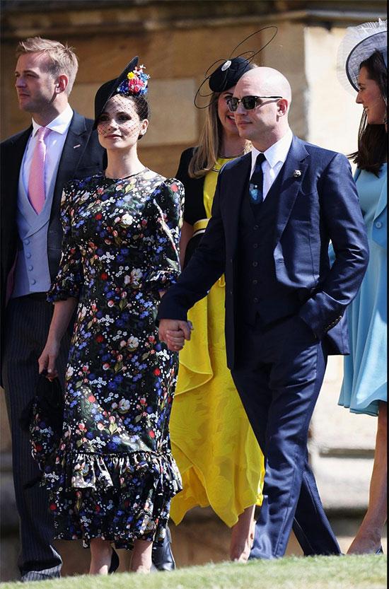 Nam diễn viên Tom Hardy đến cùng bạn đời. Hoàng tử Harry từng là khách mời trong bộ phim Star Wars của Tom Hardy.