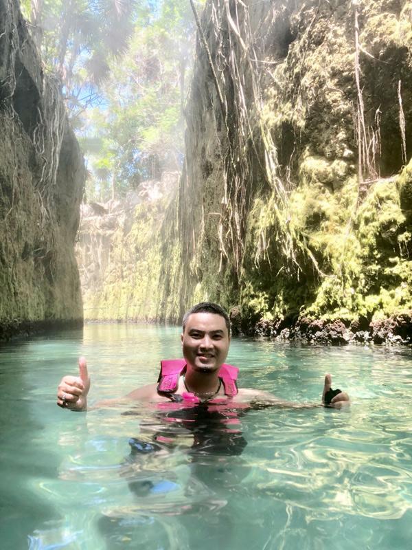 Trong công viên này có kênh nước rất đẹp, du khách có thể thoải mái bơi lội giữa những bức tường đá.