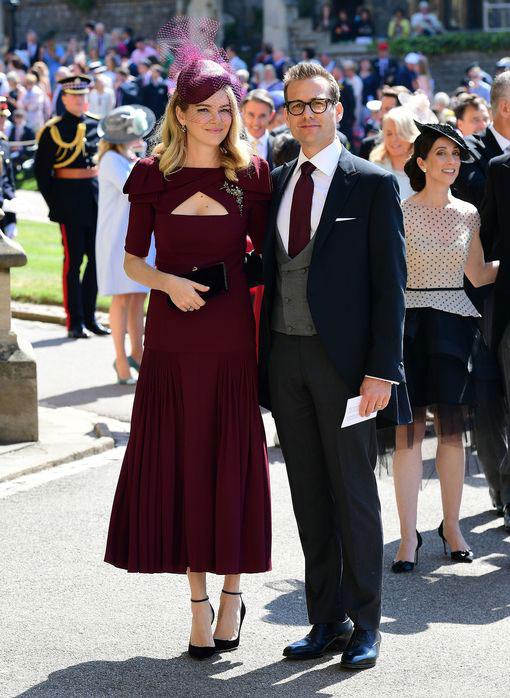 Nam diễn viên Gabriel Macht đến cùng bà xã. Gabriel là bạn diễn thân thiết với Meghan khi đóng cùng phim Suits suốt 7 năm.