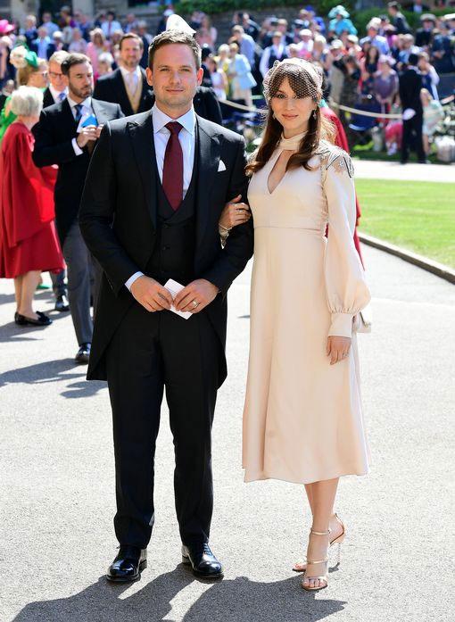 Người tình màn ảnh của cô dâu Meghan trong phim Suits, Patrick J Adams, đến cùng vợ.