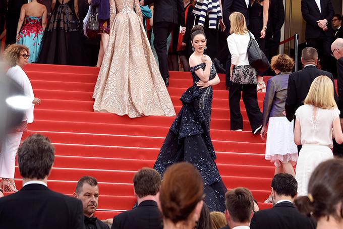 Là nghệ sĩ Việt Nam duy nhất được chính ban tổ chức Cannes mời sang dự liên hoan, Lý Nhã Kỳ được khán giả trong nước quan tâm. Tuy nhiên, vẫn không ít người ngờ vực về vai trò của kiều nữ tại sự kiện điện ảnh đình đám nhất thế giới này. Nhiều người nghĩ tôi diện đồ đến Cannes chỉ để chụp ảnh, thực ra với vai trò nhà đầu tư và sản xuất phim, tôi đến để xem và đưa ra nhận xét về những bộ phim tranh giải. Ngoài ra tôi còn trao đổi hướng đi về nghệ thuật với những nhà chuyên môn, gặp gỡ diễn viên, đạo diễn, nhà sản xuất đến từ khắp nơi trên thế giới để trao đổi kinh nghiệm.