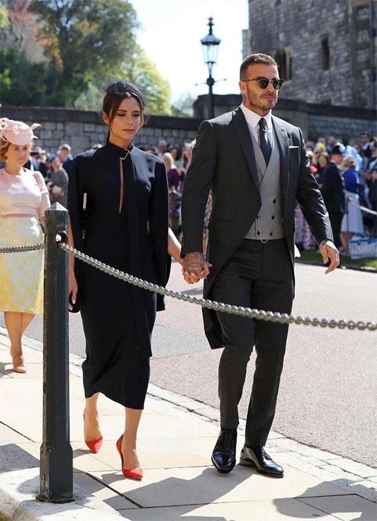 Vợ chồng David - Victoria Beckham diện đồ đen lịch lãm. Hoàng tử Harry vốn là fan cuồng của ban nhạc Spice Girls.