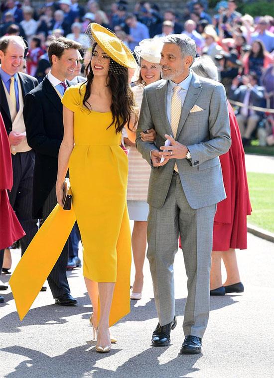 Nam diễn viên George Clooney đến dự đám cưới cùng bà xã - luật sư Amal Clooney. Hôn lễ được tổ chức vào trưa 19/5 (chiều nay theo giờ Việt Nam) tại nhà nguyện St. George thuộc lâu đài Windsor, London.