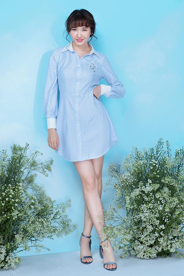 Tông xanh nhạt được biến hoá ấn tượng bằng nhiều phom dáng trang phục khác nhau, giúp phái đẹp có nhiều lựa chọn khi đi làm, xuống phố cà phê hay đi vui chơi, du lịch.