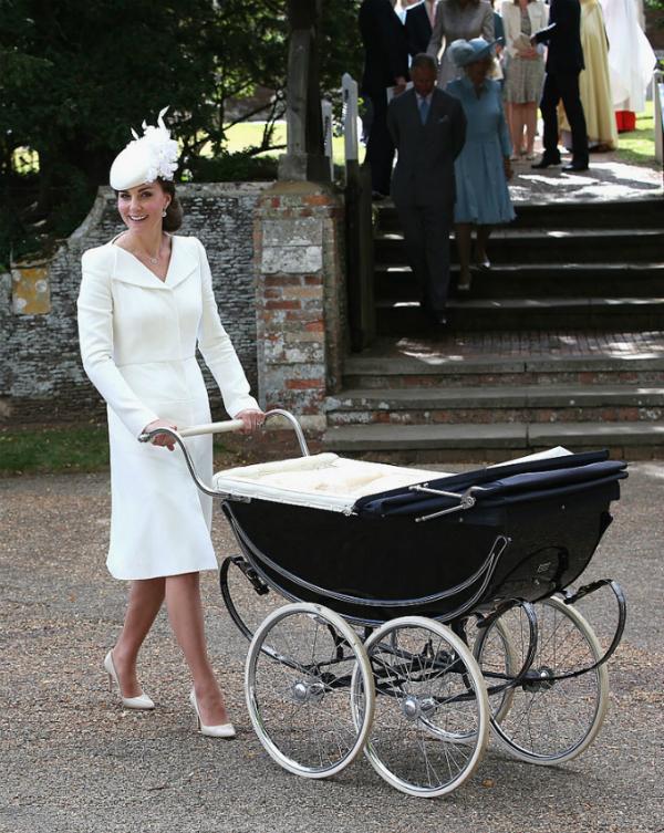 Công nương Kate tại lễ rửa tội cho Công chúa Charlotte.