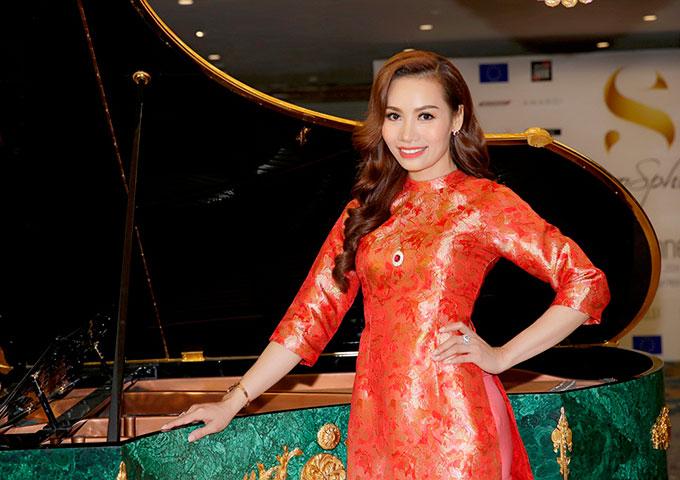 EuroSphere là một sự kiện mới mẻ thể hiện nghệ thuật sống châu Âu ở Việt Nam, thu hút hàng nghìn du khách tham gia với nhiều hoạt động bao gồm các gian hàng triển, các hội nghị tương tác, trình diễn thời trang.. Nhiều thương hiệu châu Âu từ thời trang, thực phẩm, đồ uống, đồ gỗ, mỹ phẩm và các lĩnh vực phong cách sống xuất hiện tại sự kiện.  Photo: Thanh Tú