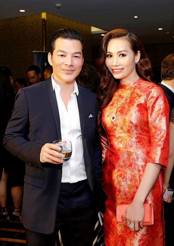 Sự kiện còn có sự góp mặt của nghệ sĩ Trần Bảo Sơn. Anh diện vest bảnh bao, thanh lịch.