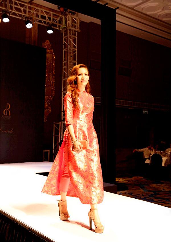Á hậu 2 của cuộc thi Ms Universe Business - Hoa hậu Doanh nhân Hoàn vũ 2018 Phạm Thị Thúy Anh vừa góp mặt trong một sự kiện thời trang nằm trong chuỗi các hoạt động của Những ngày châu Âu tại Việt Nam.
