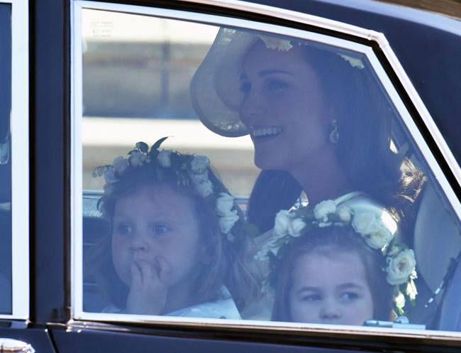 Công chúa Charlotte khiến trái tim người hâm mộ tan chảy - 9