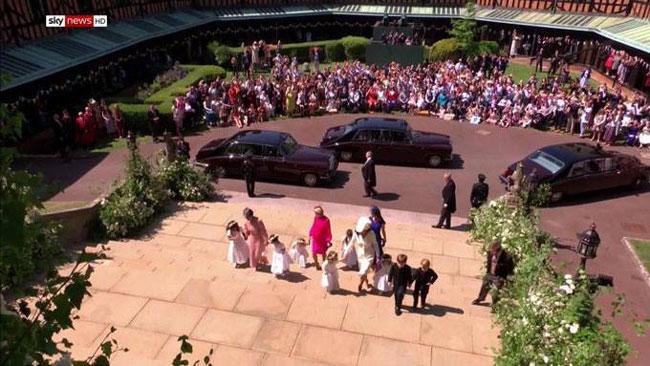 Công chúa Charlotte khiến trái tim người hâm mộ tan chảy - 11
