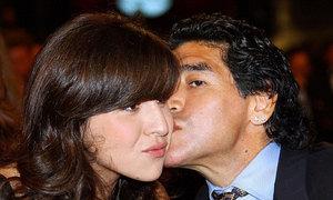 Maradona đăng ảnh cũ, chúc sinh nhật con gái