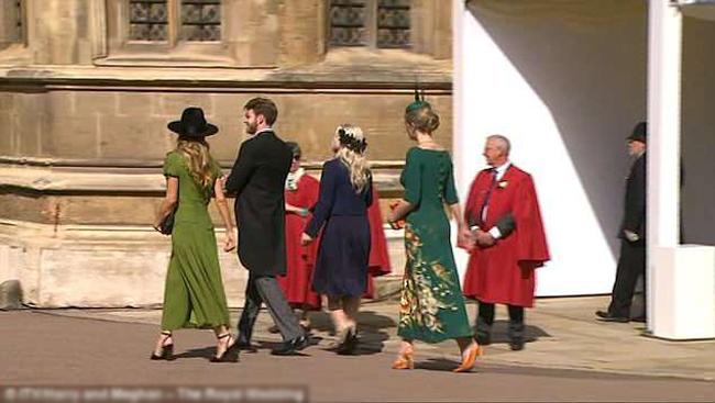 Hoàng tử Harry vẫn luôn giữ mối quan hệ thân thiết với gia đình của người mẹ quá cố. Chính vì vậy, hoàng tử gần như mời tất cả họ hàng bên đằng ngoại tới dự đám cưới. Bố của Kitty, ông Charles Spencer (53 tuổi) cũng cùng mẹ kế của Kitty là bà Karen tham dự lễ cưới.