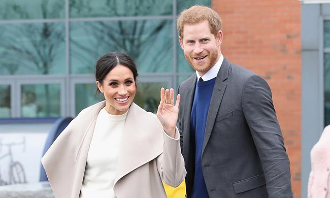 Hoàng tử Harry và bạn gái Meghan sẽ tổ chức đám cưới vào chiều nay sau gần 2 năm hẹn hò. Ảnh: Hello.