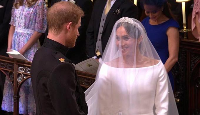 Hoàng tử Harry và cô dâu gặp nhau trong lễ đường.