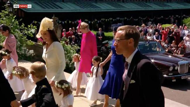 Kate đi cùng hai con và dàn phù dâu, phù rể nhí vào đám cưới - 3