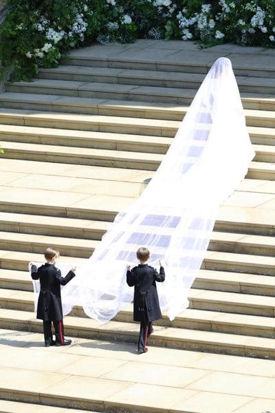 Kate đi cùng hai con và dàn phù dâu, phù rể nhí vào đám cưới - 5