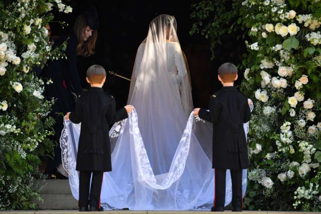 Kate đi cùng hai con và dàn phù dâu, phù rể nhí vào đám cưới - 6