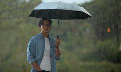 Mai Tài Phến liên tục dầm mưa, diễn dưới cái lạnh 10 độ C ở Đà Lạt