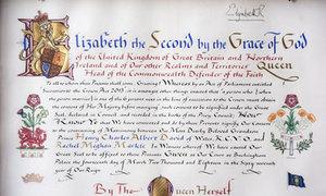 Sự khác nhau trong thư nữ hoàng đồng ý hôn sự của Hoàng tử William và Harry