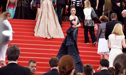 Lý Nhã Kỳ khoe vai trần trên thảm đỏ Cannes