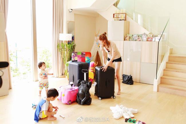 Vợ chồng Trần Hạo Dân và 4 con tận hưởng tiệních sốngtrong căn hộ áp mái - 11