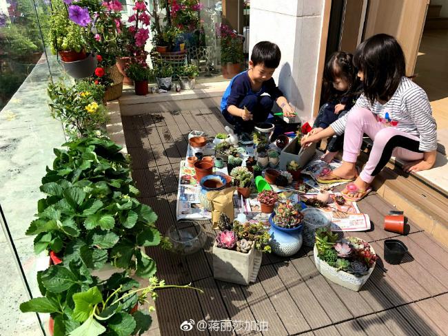 Vợ chồng Trần Hạo Dân và 4 con tận hưởng tiệních sốngtrong căn hộ áp mái - 15