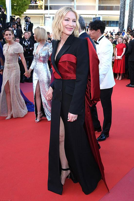 Minh tinh Cate Blanchett trên thảm đỏ bế mạc ngày 19/5. Cô là chủ tịch ban giám khảo của liên hoan phim Cannes năm nay.