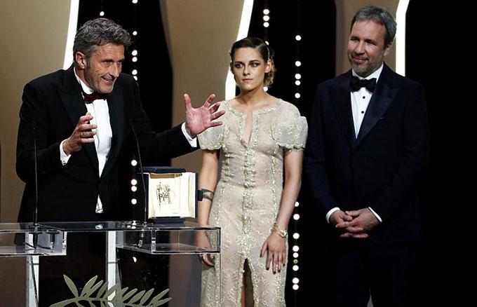Nhà làm phim người Ba Lan, Pawel Pawlikowski, được trao giải Đạo diễn xuất sắc với bộ phim Cold War.