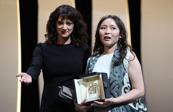 Ngôi sao người Nhật, Samal Yeslyamova, thắng giải Nữ diễn viên xuất sắc.