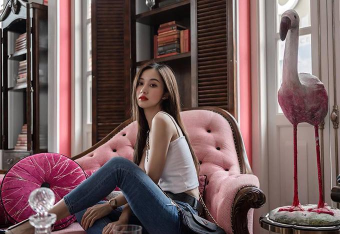 Jun Vũ đẹp khiên fan ngây ngất bởi vẻ mong manh, tinh khiết. Cô vừa thực hiện bộ ảnh thời trang ở một resort tại Phú Quốc.