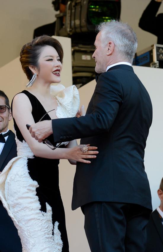 Cô tiết lộ rằng, sắp tới cô sẽ mời một nhà sản xuất nổi tiếng đến Việt Nam để giao lưu và lên kế hoạch thực hiện bộ phim đậm nét văn hoá Việt.