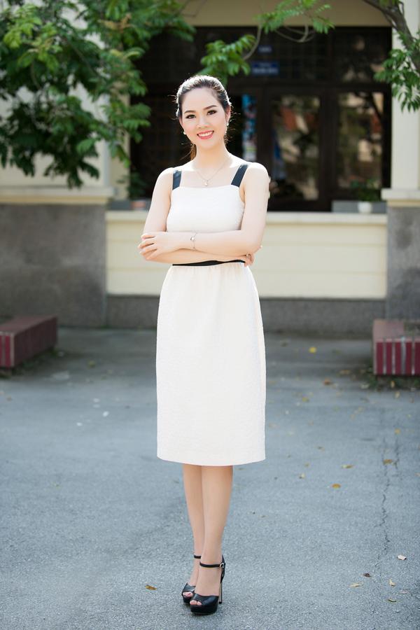 Cuối tuần qua, Mai Phương được ban tổ chức Hoa hậu Việt Nam mờiđến giao lưu với sinh viên đại học Hải Phòng. Đây là lần hiếm hoi cô xuất hiện kể từ sau khi lập gia đình. Mai Phương sinh năm 1985, đăng quang Hoa hậu Việt Nam 2002, vào top 20 Miss World 2003. Cô đã kết hôn hơn 10 năm nay và có hai con trai. Mai Phương không hoạt động trong showbiz mà đang làm việc trong một cơ quan nhà nước.