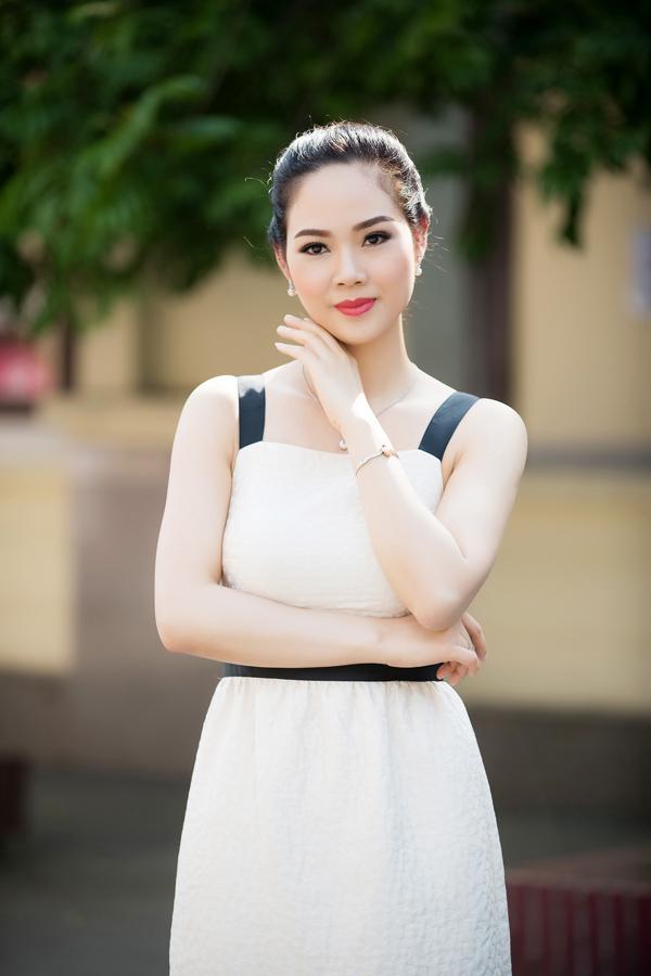 Tuy không thường xuyên xuất hiện như các người đẹp khác, Mai Phương vẫn rất chịu khó chăm chút dung nhan nên trông cô tươi trẻ.