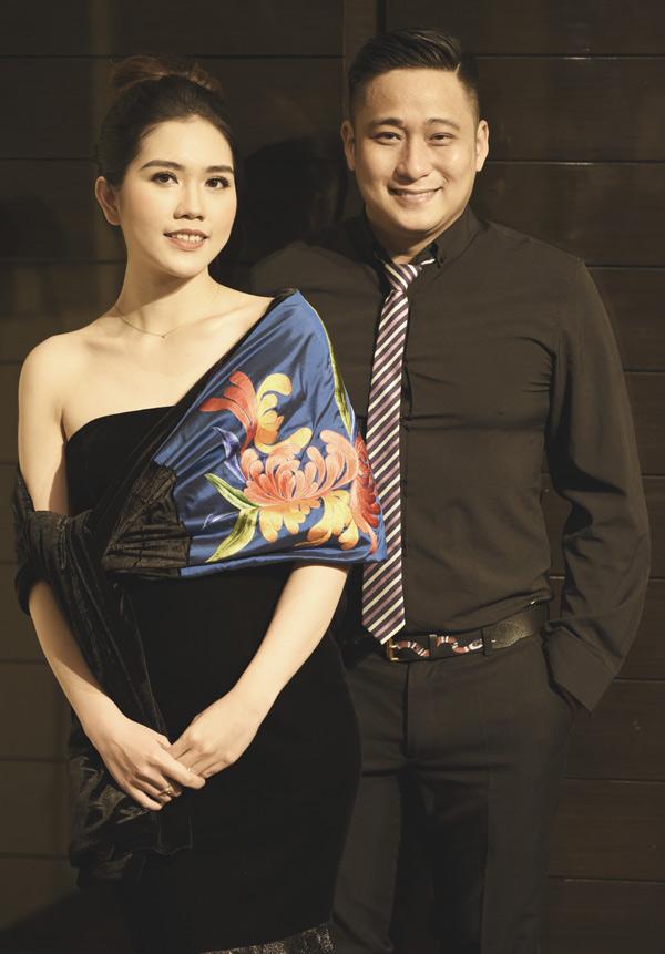 Nam diễn viên rất hào hứng vì vợ anh đảm nhiệm vai trò người mẫu của event này.