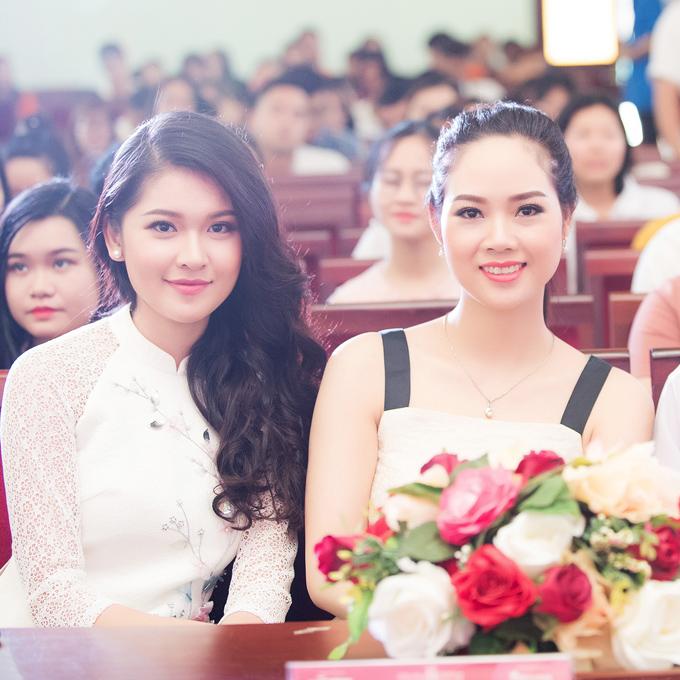 Đây là lần đầu tiên haingười đẹp thuộc hai thế hệ của Hoa hậu Việt Nam hội ngộ.