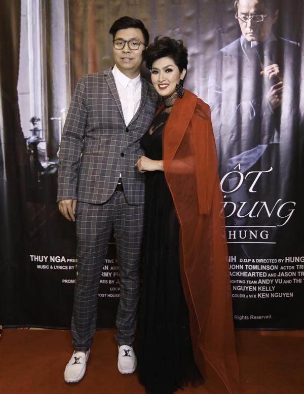 Ca sĩ Anh Khang - em trai Ngọc Anh 3A cũng có mối quan hệ thân thiết với Nguyễn Hồng Nhung.