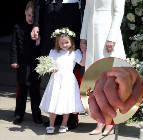 Chiếc nhẫn mới ở tay phải Kate lập tức được các phóng viên phát hiện. Ảnh: Mirror.