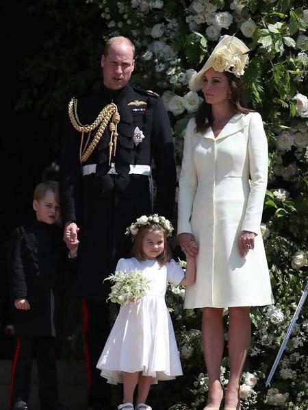 Gia đình William - Kate trong đám cưới Harry hôm 19/5.