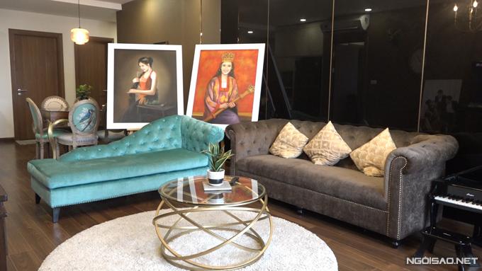 Toàn bộ nội thất trong căn nhà do Phan Hoàng Thu tự tay thiết kế và chọn mua. Người đẹp cho biết, cô chọn phong cách tổng thể là Indochine nhưng điểm xuyết một số món đồ phong cách vintage để tạo nên sự trẻ trung cho ngôi nhà.