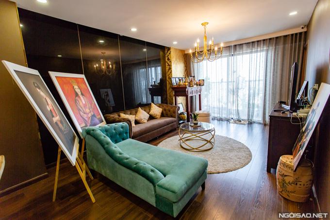 Căn hộ của Phan Hoàng Thu rộng 128m2 với 3 phòng ngủ, nằm ở tầng 17 của một chung cư cao cấp tại quận Thanh Xuân - Hà Nội. Top 10 Hoa hậu Du lịch Quốc tế 2014 đưa con trai Bào Ngư (2 tuổi)về đây sống hơn nửa năm, cùng bố mẹ và em trai cô.