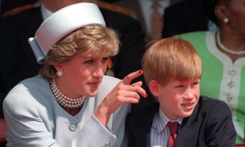Những lần Harry gợi nhớ người mẹ quá cố trong cưới của mình