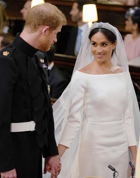 Ánh mắt trao trọn tình yêu của cô dâu dành cho chú rể. Ảnh: Pool.