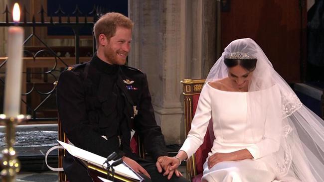 Sự đồng điệu trong tâm hồn của cô dâu, chú rể thể hiện qua nụ cười. Ảnh: The Sun.