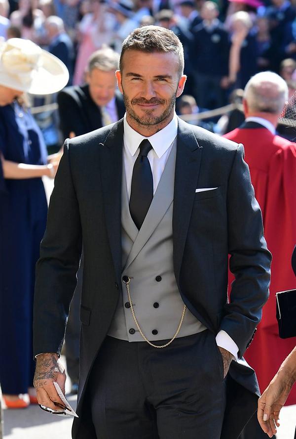 Becks diện bộ vest của thương hiệuDior Homme doKim Jones thiết kế.