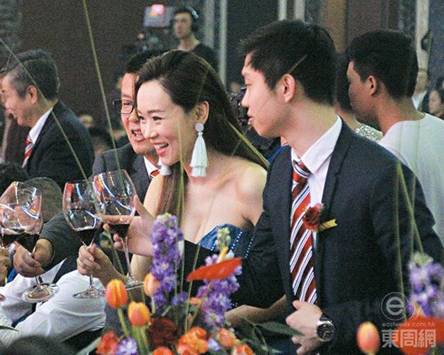 Làm mẹ đơn thân, Hoa hậu Hong Kong chạy show kiếm tiền nuôi con - 2