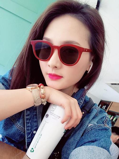Bảo Thanh tất bật với lịch làm việc trong Nam ngoài Bắc. Cô đăng ảnh check in tại phòng chờ hạng thương gia sân bay Nội Bài trước khi bay vào TP HCM.
